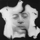 <h5>Destrukt III, Fotografia czarno biała, ingerencja w negatyw, photocanvas, 110x110 cm, 1988, depozyt artystki w Muzeum Współczesnym we Wrocławiu</h5>