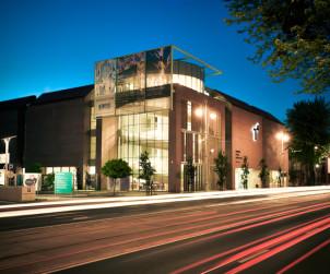 Budynek CSW nocą