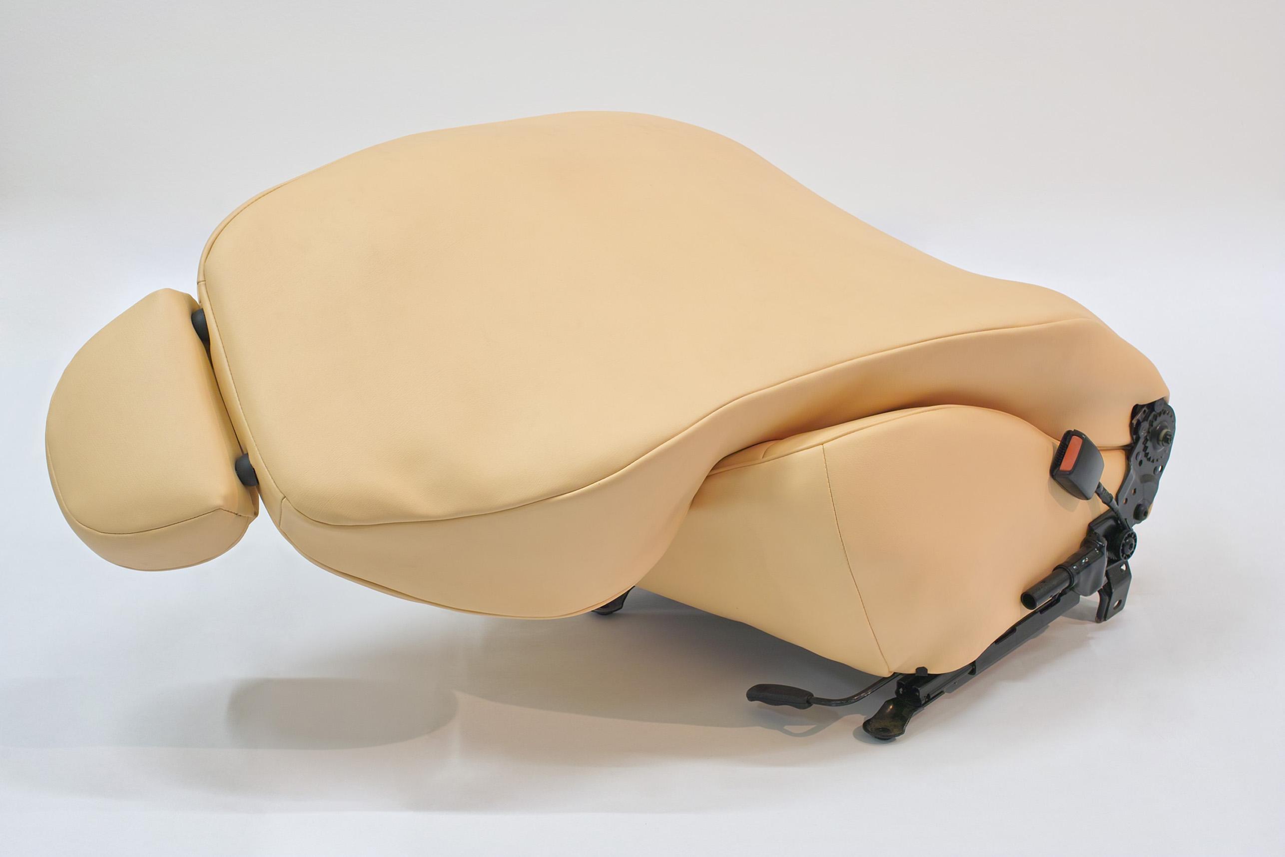 Ewa Axelrad, Warm Leatherette 2012, tapicerka, stal, gąbka, 120x60x60 cm