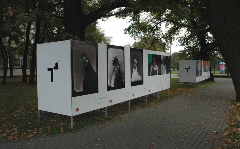 Plenerowa wystawa współczesnej fotografii