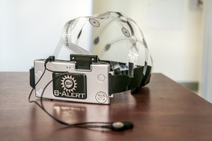 mobilne urządzenie laboratoryjne B-Alert x 24 qEEG / fot.V.Kuś / arch. Fundacji om, dzięki uprzejmości Lab. Neurokognitywnego ICNT