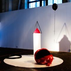Piotr Grabowski, Naked Flame, 2013, instalacja, obiekty (PCV, tworzywa sztuczne, plusz, drewno, guma, światło)